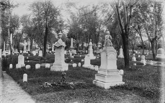 Ongedateerde foto van Vale Cemetery in Schenectady (Grems-Doolittle Library Photograph Collection)
