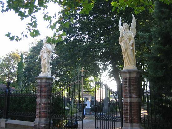 Hekwerk begraafplaats Tilburg