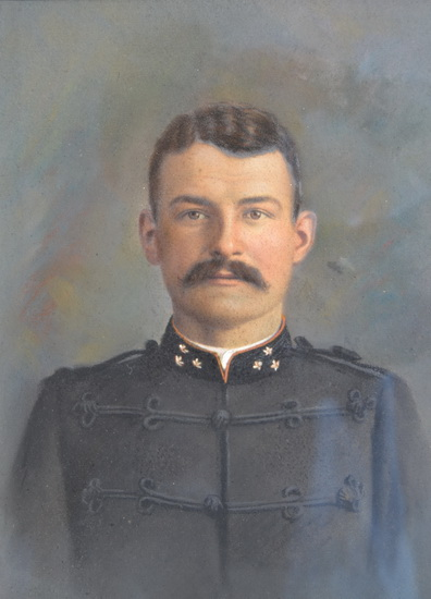 Portret Willem Cornelis Okhuijzen (1879-1914 in KNIL-uniform.