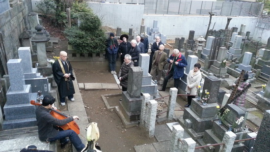 The commemoration held in 2016 with attending people listening to a celloplayer