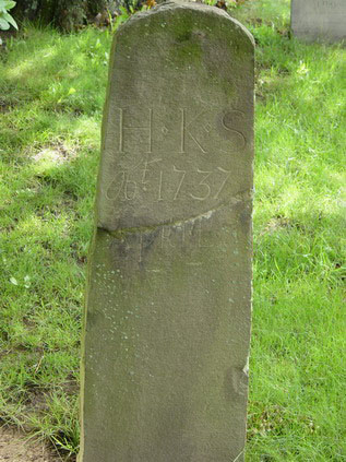 Fig. 8 Example of a post-like marker with a rounded top, HKS, 1737, Kingston, New York.